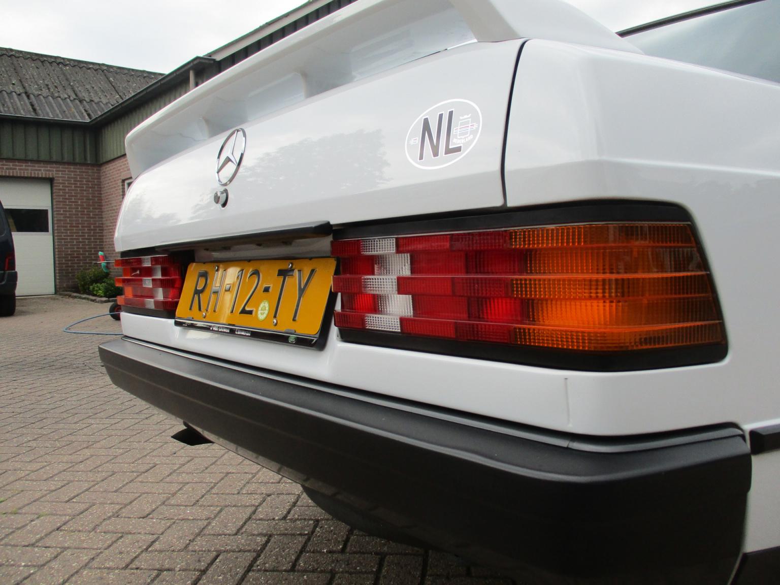 Mercedes-Benz-190-19