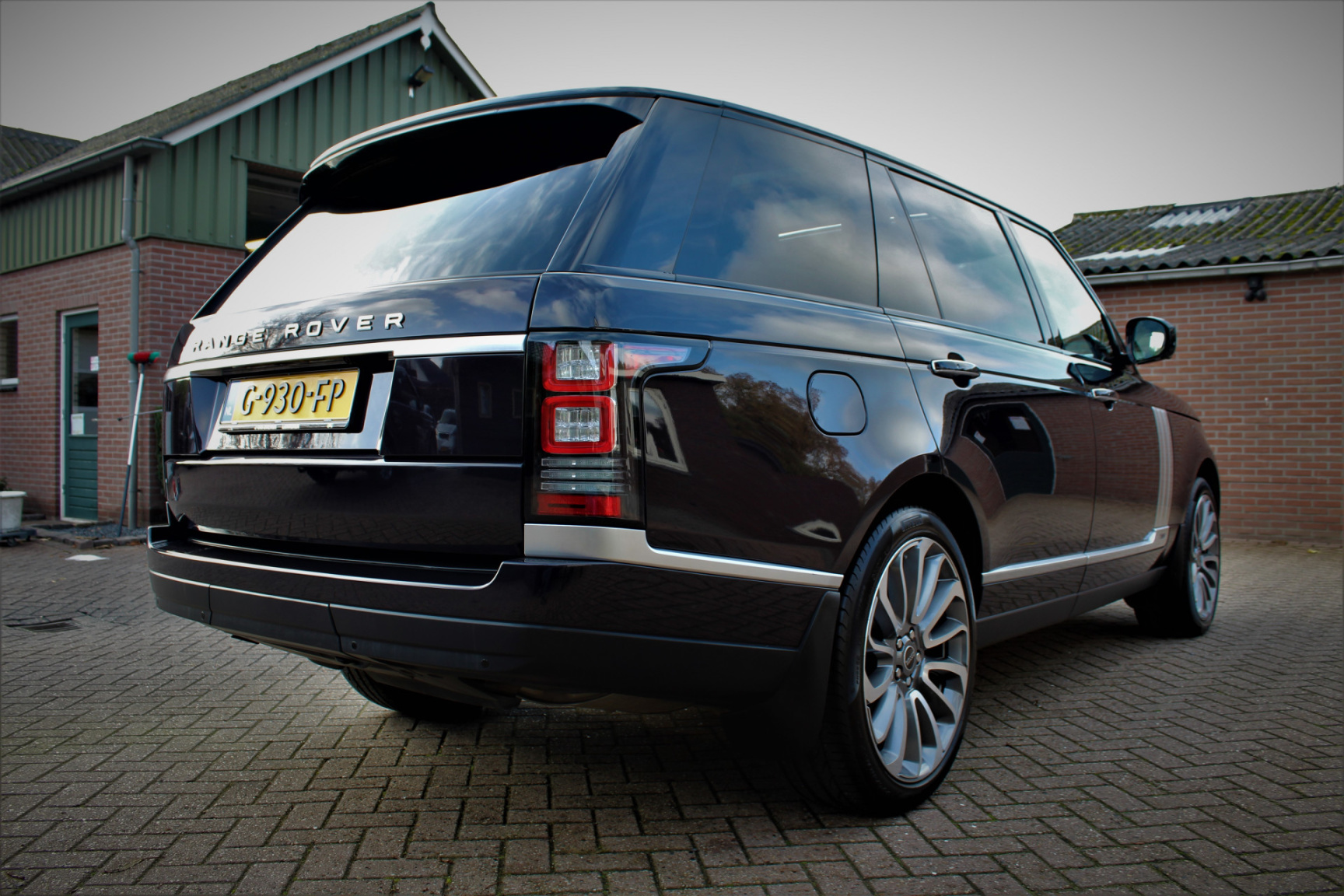 Land Rover-Range Rover-1